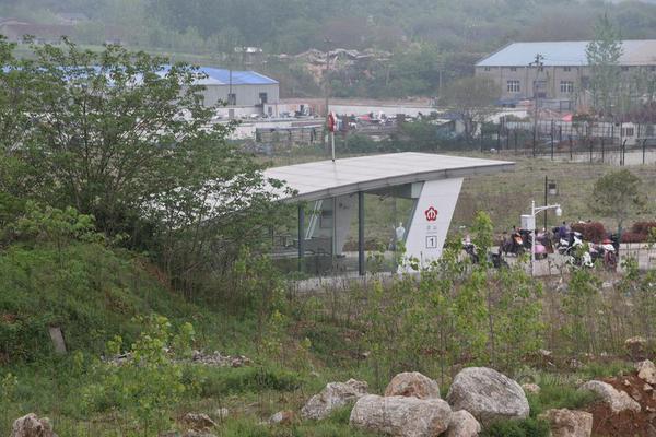 南京现最荒凉地铁站 出站后是荒郊野岭