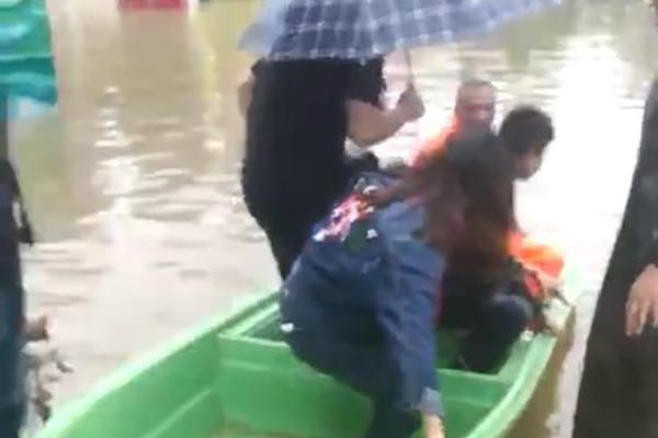 """南昌遭暴雨袭击 全城开启""""看海""""模式"""
