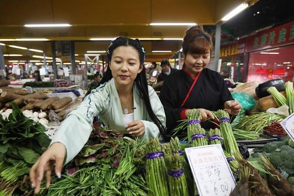 """南京上演菜市场版""""汉服秀"""" 将汉服文化带入生活"""