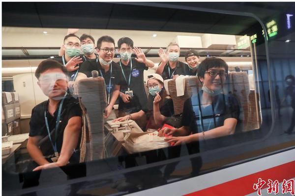 爱心接力 武汉多家医院派遣医生和携带物资驰援北京