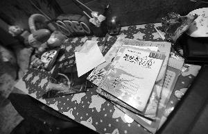 孩子的作业本还摆在书桌上。现代快报记者 施向辉 摄