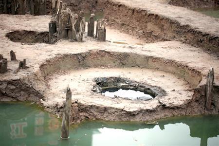 在探方内可以看到直径约1米的砖井。金陵晚报记者 段仁虎 摄