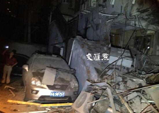 凌晨3:30,南京鼓楼区和会街51号一家饭店发出一声巨响
