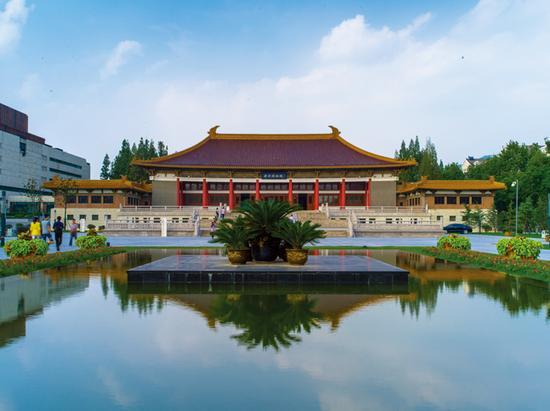 南京博物院(图/@江苏省旅游局)