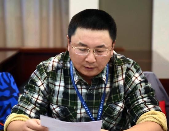 公众委员邓卫东