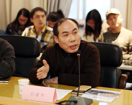 公众委员吕建平