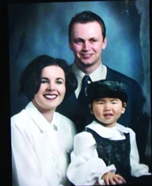 女孩和她的加拿大养父母(翻拍)