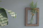 用画框和花 做成一副画中花吧