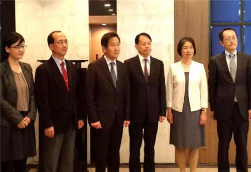 邹加怡任财政部国际司司长时出席中日韩三国财政央行司局长会。