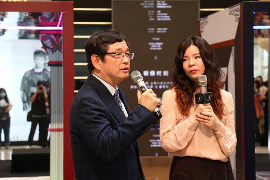 董事长Loh Shyh和CEO童丽丹Linda Tong