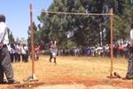 非洲高中的跳高比赛是这样的 我服了