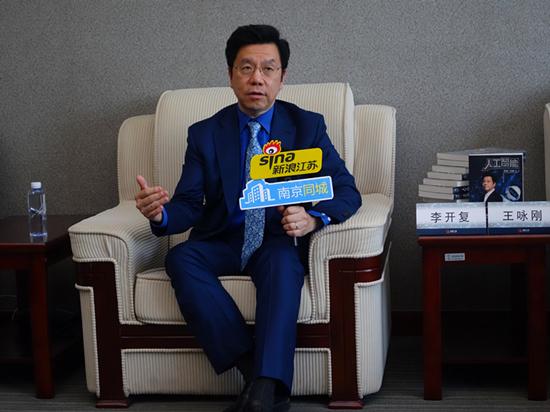 李开复携新书《人工智能》在沪签售引热议