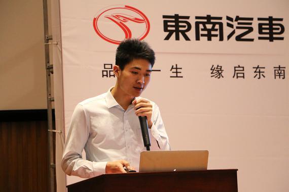 东南(福建)汽车工业有限公司苏南区域经理余兆佳先生讲解团购优惠政策