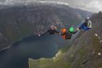 挪威的悬崖是所有跳伞发烧友的天堂