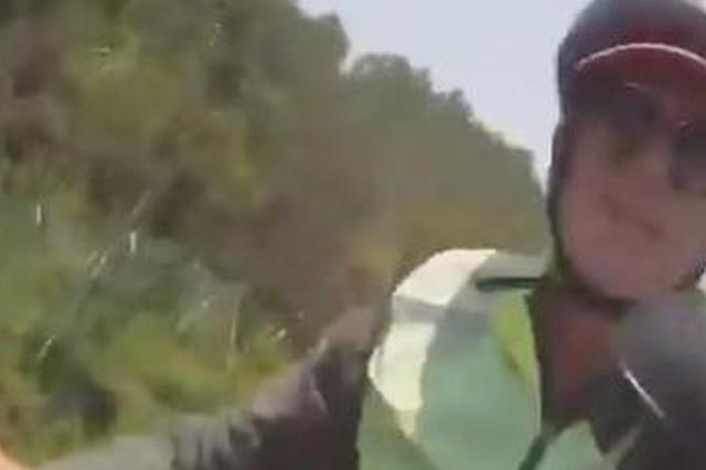"""德国""""驴友""""骑车上高速 泰州交警将其带离并重新指路"""