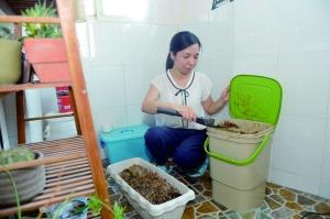 何源用厨余垃圾学做波卡西堆肥