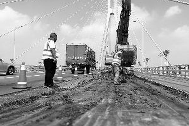南京长江二桥开通17年来首次大修 排队车辆堵了2公里