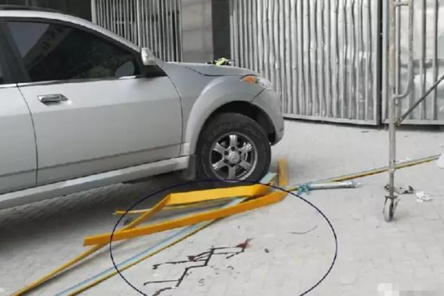 扬州一男子6米高空坠落奇迹生还 救他命的是辆轿车
