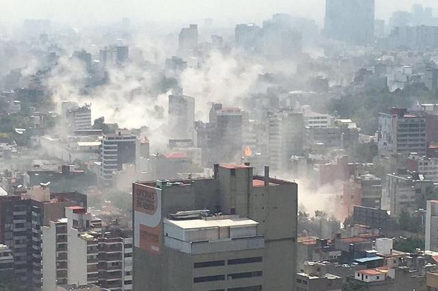 墨西哥地震现场 城市建筑大量倒塌白烟四起