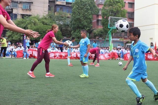 南京命名135所校园足球特色学校 开发校园足球课程