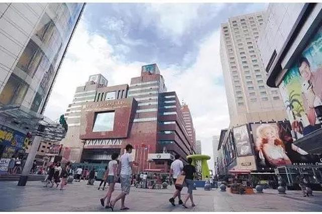 """南京一大厦入口现""""深坑"""" 过往市民心慌慌"""