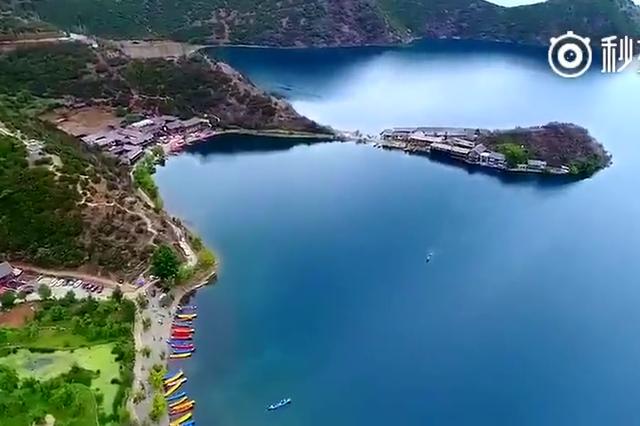 泸沽湖,湛蓝的湖面像一块巨大的蓝宝石