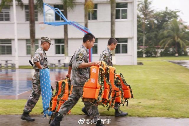 离开军营前 他们毅然选择参加抗风抢险