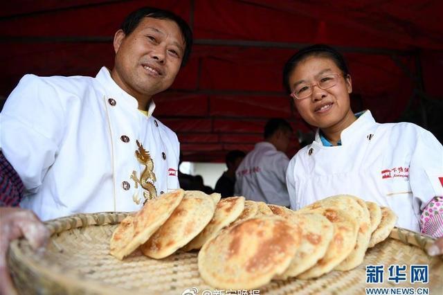安徽长丰夫妻每天卖出上千个下塘烧饼 净赚上千元