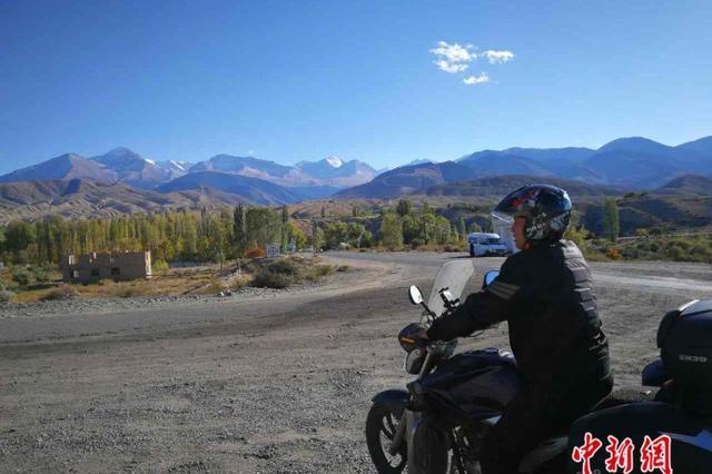 """""""自驾达人""""夫妻骑行五国回家 喜欢""""在路上&qu"""