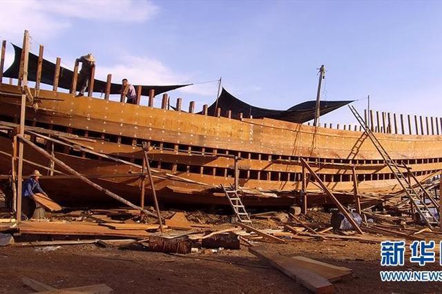 海南临高:探秘造船世家 看百吨木船如何造