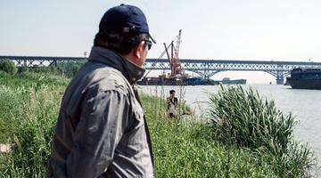 南京长江大桥劝生者