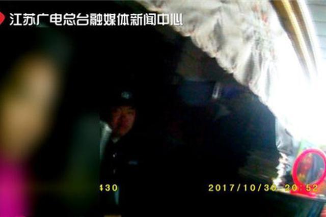 南京12岁男孩遭补习班老师猥亵:亲嘴唇,摸下体