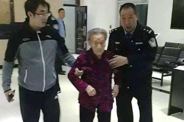"""南京九旬老人接""""警察""""电话 险些损失19万"""