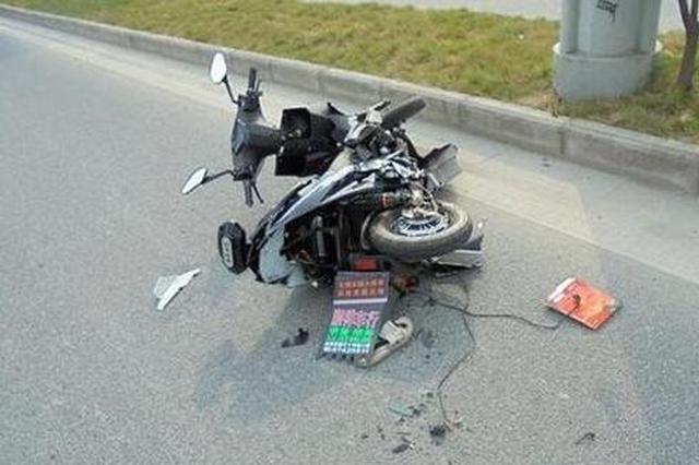 骑手无视红灯被撞飞 空中转体1080度多处骨折