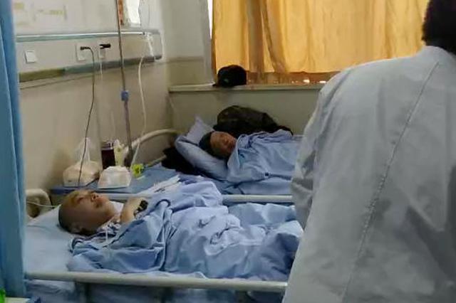 扬州10岁男孩长期低头看手机 患上老人病