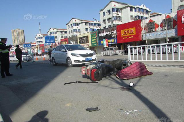 开车门不注意酿惨剧 电动车手撞上车门身亡