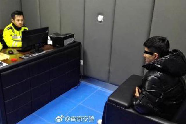 男子骑摩托车南京机场高速飙车 涉危险驾驶被起诉