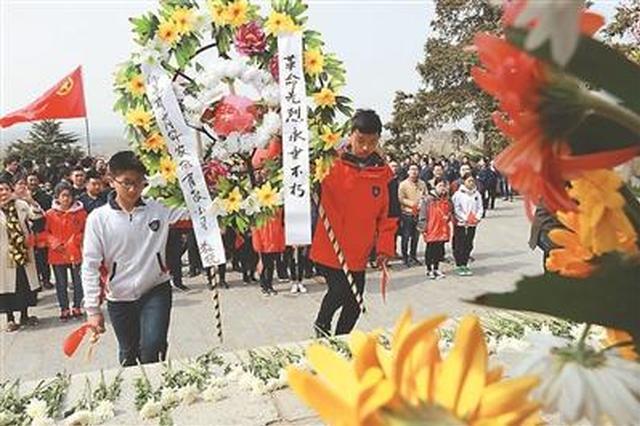清明节来临各地群众纷纷缅怀英烈 祭奠那些不能忘却的人们