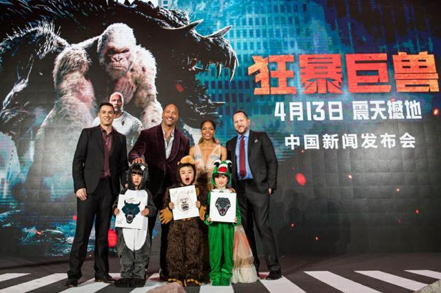 《狂暴巨兽》中国首映 巨石强森秀中文霸气来袭