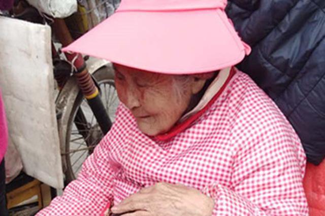 最好的孝顺是陪伴!送货员把92岁痴呆母亲绑在后座
