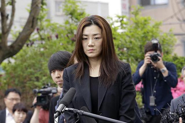 赵显玟5月1日前往警察署协助警方调查。 东方IC 图