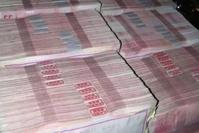 女生嫌200万分手费太少 把整箱钱扔了