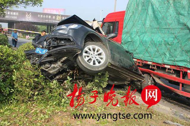 只因为驾驶中看了一眼微信 引发5车连环追尾致4人受伤