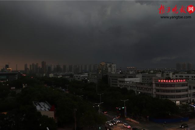 南京现十级大风 周末江苏多云转阴有阵雨或雷雨