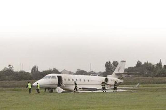 扬泰机场公务机偏出跑道后续:机场今晨恢复通航 旅客得到妥善