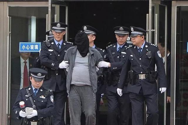 男子劫杀的姐潜逃21年化名8个 扬州检方锁定凶手身份