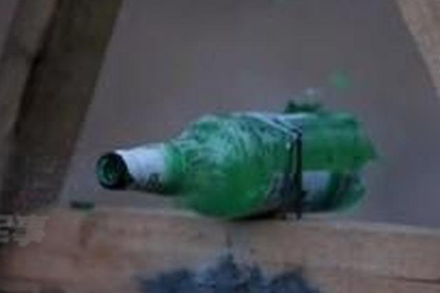 啤酒瓶从天而降 楼下老人两次挨砸