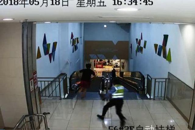 江苏宿迁商场上演警匪大片 民警飞身扑倒嫌犯