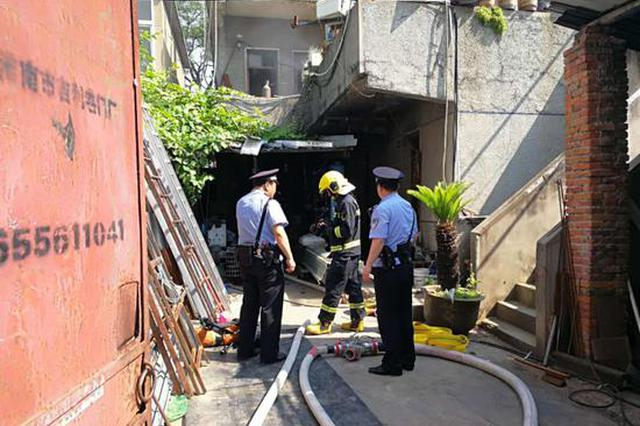 """居民在家烧香""""拜财神""""引发火灾 未造成人员伤亡"""