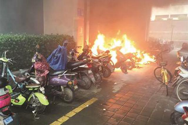 南京地铁车站着火?真相是站外电动车自燃